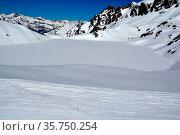 Ski tracks cross a frozen lake in the mountains in Switzerland on... Стоковое фото, фотограф Neil Harrison / age Fotostock / Фотобанк Лори