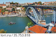 Dom Luis I bridge crossing the Douro river and linking Vila Nova ... Стоковое фото, фотограф Ken Welsh / age Fotostock / Фотобанк Лори