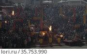 Ganga Arti, worship of Ganges river, Haridwar Uttarakhand India, Appleprores 422 60fps Cinetone. Редакционное видео, видеограф Devendra Rawat / Фотобанк Лори