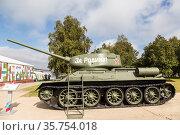 "Soviet T-34-85 tank on display at the Alabino training ground during the International Forum ""Army 2020"". Moscow region, Russia. Редакционное фото, фотограф Наталья Волкова / Фотобанк Лори"