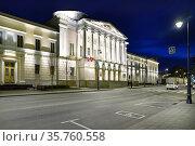 Москва, улица Солянка, дом 14, строение 3 ночью. Редакционное фото, фотограф Dmitry29 / Фотобанк Лори
