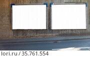 Großfläche Plakatwand Mock-Up Template in Stadt an einer Straße. Стоковое фото, фотограф Zoonar.com/Robert Kneschke / age Fotostock / Фотобанк Лори