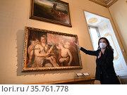 Director of Galleria Borghese Francesca Cappelletti as he explains... Редакционное фото, фотограф Maria Laura Antonelli / AGF/Maria Laura Antonelli / age Fotostock / Фотобанк Лори