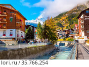 Zermatt, Switzerland - October 7, 2019: Town street view in famous... Стоковое фото, фотограф Zoonar.com/Nataliya_Nazarova{} / age Fotostock / Фотобанк Лори