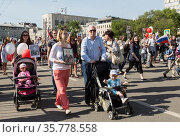 """Procession of the public movement """"Immortal regiment"""" in memory of the 26 million compatriots who died in the Great Patriotic War. Moscow, Russia (2016 год). Редакционное фото, фотограф Наталья Волкова / Фотобанк Лори"""