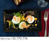 Huevos mimosa con gambas, eggs with prawns and salad. Стоковое фото, фотограф Яков Филимонов / Фотобанк Лори