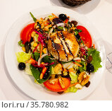 Vegetable salad with greens, tomatoes, grilled goat cheese, nuts. Стоковое фото, фотограф Яков Филимонов / Фотобанк Лори