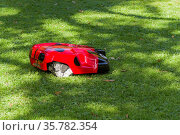 MOSCOW, RUSSIA - SEPTEMBER 25, 2017: Robot for mowing lawns painted... Стоковое фото, фотограф Zoonar.com/Sergey Rybin / age Fotostock / Фотобанк Лори