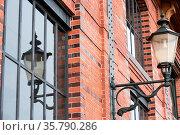 Alte Lampe an einer Fassade. Стоковое фото, фотограф Zoonar.com/Kay Augustin / age Fotostock / Фотобанк Лори