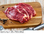 Pieces of beef with peas of bitter pepper on cutting board. Стоковое фото, фотограф Яков Филимонов / Фотобанк Лори