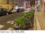 Paris, France - December 21, 2018: The terminal of the Velib bike... Стоковое фото, фотограф Zoonar.com/Sergey Rybin / age Fotostock / Фотобанк Лори