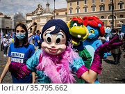 Demonstration of the thema parks workers to ask reopening before ... Редакционное фото, фотограф Alessandro Serrano' / AGF/Alessandro Serrano' / / age Fotostock / Фотобанк Лори