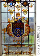 Numero Pondere ET Mensura (Number, weight and measure). Heraldic design of fish and keys, in a glass window at the 18th century Oxford Museum of science. Редакционное фото, агентство World History Archive / Фотобанк Лори