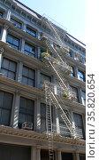 New York City tenement buildings in midtown New York. Редакционное фото, агентство World History Archive / Фотобанк Лори