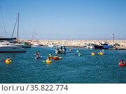 Children are trained to swim in kayaks, Ashdod, Israel (2017 год). Редакционное фото, фотограф Наталья Волкова / Фотобанк Лори
