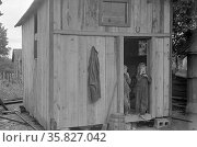 Dweller in Circleville's Hooverville, central Ohio. 1938 Summer. Редакционное фото, агентство World History Archive / Фотобанк Лори