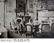 Meeting of senior officers of French General Philippe Petain. Редакционное фото, агентство World History Archive / Фотобанк Лори