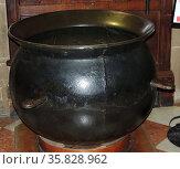 The ancient 'Porridge' pot which had belonged to Guy Earl of Warwick 11th century AD. Редакционное фото, агентство World History Archive / Фотобанк Лори