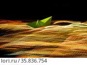 Goldene Lichtbahnen in wilder fliessender Bewegung, darin ein kleines... Стоковое фото, фотограф Zoonar.com/Bernhard Kuh / easy Fotostock / Фотобанк Лори