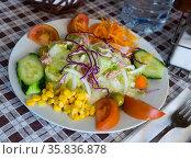 Plate of low calorie salad. Стоковое фото, фотограф Яков Филимонов / Фотобанк Лори
