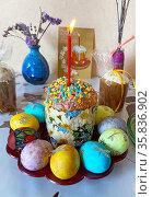 Пасхальный натюрморт с куличом и крашенными яйцами. Редакционное фото, фотограф Мария Кылосова / Фотобанк Лори
