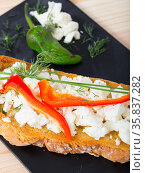 Canape with young cheese and pepper. Стоковое фото, фотограф Яков Филимонов / Фотобанк Лори