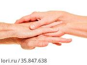 Viele Hände als Stapel als Netzwerk Kooperation Konzept. Стоковое фото, фотограф Zoonar.com/Robert Kneschke / age Fotostock / Фотобанк Лори