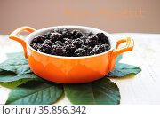A full plate of blackberry stands on an old wooden background, the... Стоковое фото, фотограф Zoonar.com/Sergiy Artsaba / easy Fotostock / Фотобанк Лори