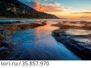 Morning light at Coalcliff a seaside coastal town near Wollongong. Стоковое фото, фотограф Zoonar.com/Leah-Anne Thompson / age Fotostock / Фотобанк Лори