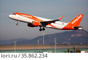 Airline EasyJet plane takes off from the runway at Barcelona El Prat airport. Board number OE-IJV (2020 год). Редакционное фото, фотограф Яков Филимонов / Фотобанк Лори