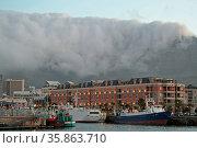 Tafelberg mit Wolkentuch (auch Tischtcuh genannt) am Abend von der... Стоковое фото, фотограф Zoonar.com/Wibke Woyke / age Fotostock / Фотобанк Лори