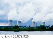 Industrial power station and smoke. Стоковое фото, агентство Ingram Publishing / Фотобанк Лори