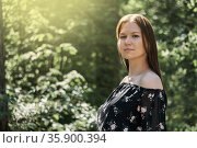 Just a girl in a dress walks through the woods in spring. Стоковое фото, фотограф Евгений Харитонов / Фотобанк Лори