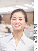 Portrait of Young Woman, White Collar Worker. Стоковое фото, агентство Ingram Publishing / Фотобанк Лори