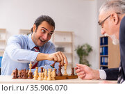Two businessmen playing chess in the office. Стоковое фото, фотограф Elnur / Фотобанк Лори