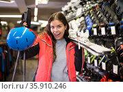Smiling young girl chose skis, shelm and boots. Стоковое фото, фотограф Яков Филимонов / Фотобанк Лори