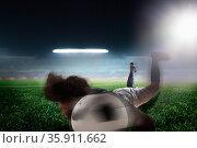 Soccer player heading soccer ball. Стоковое фото, агентство Ingram Publishing / Фотобанк Лори