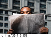Man looking over newspaper. Стоковое фото, фотограф Shannon Fagan / Ingram Publishing / Фотобанк Лори