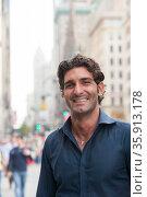 Pedestrian portrait in city. Стоковое фото, фотограф Shannon Fagan / Ingram Publishing / Фотобанк Лори