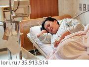 Беременная женщина в палате. Стоковое фото, фотограф Александр Гаценко / Фотобанк Лори