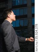 Businessman waiting. Стоковое фото, фотограф Shannon Fagan / Ingram Publishing / Фотобанк Лори