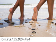 Two people on beach with crossed legs. Стоковое фото, фотограф Shannon Fagan / Ingram Publishing / Фотобанк Лори