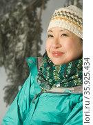 Portrait of woman in winter clothes. Стоковое фото, фотограф Shannon Fagan / Ingram Publishing / Фотобанк Лори