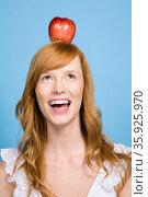 Woman with an apple on her head. Стоковое фото, фотограф Shannon Fagan / Ingram Publishing / Фотобанк Лори