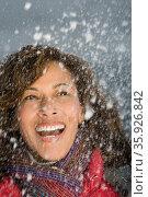 Woman laughing in the snow. Стоковое фото, фотограф Shannon Fagan / Ingram Publishing / Фотобанк Лори
