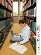 Female student working in the library. Стоковое фото, фотограф Shannon Fagan / Ingram Publishing / Фотобанк Лори