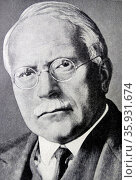 DR. CARL G. JUNG.Born in Switzerland in 1875, founded school of Psycho -therapy at Zurich. Once a disciple of Freud,he came to disagree with him on important issues and developed his own theories.(esp. dreams). Редакционное фото, агентство World History Archive / Фотобанк Лори