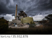 Outside of coal powered power station. Liddell Power Station, Musswellbrook, NSW, Australia. July 2018. Стоковое фото, фотограф Doug Gimesy / Nature Picture Library / Фотобанк Лори