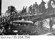 Soldiers loading a cannon onto a carriage. Редакционное фото, агентство World History Archive / Фотобанк Лори