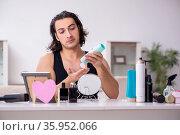 Young handsome man preparing for date. Стоковое фото, фотограф Elnur / Фотобанк Лори